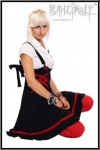 """Kitsune"" high waisted skirt in black and chilli red made of eco-jersey"